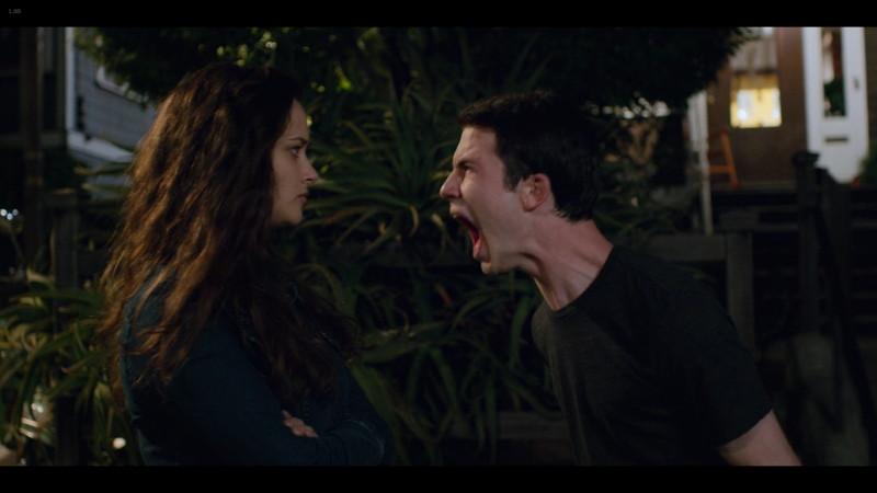 13の理由 シーズン2:ハンナの幻覚のせいでスカイを追い詰めてしまい、幻覚のハンナに対し雄たけびをあげるクレイ
