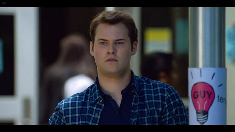 13の理由 シーズン2:アレックスとサックの絡みを見つめるブライス