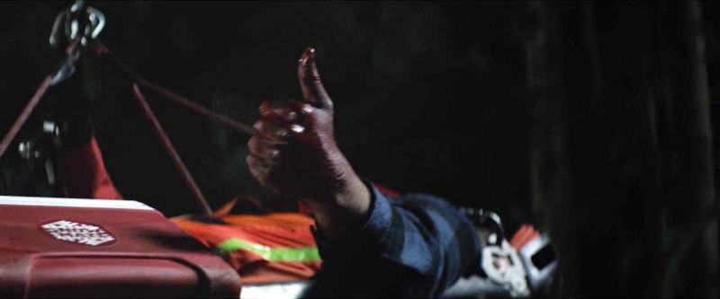 親指を突き立てるジェレミー