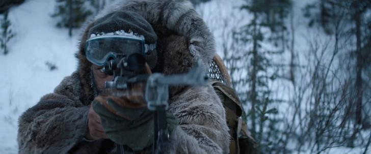 狼に向け銃を構える主人公の「コア」