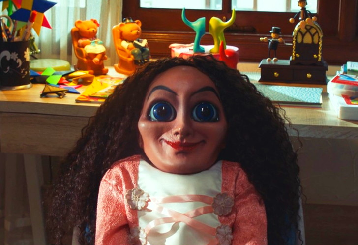 【Netflix・映画感想】「サブリナ 人形の悪夢」の魅力4個。霊媒師夫婦と悪魔の死闘