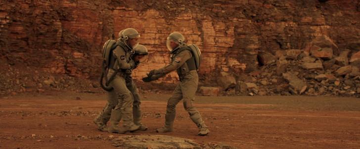 キミとボクの距離:出産直前で火星に降りたエリオット